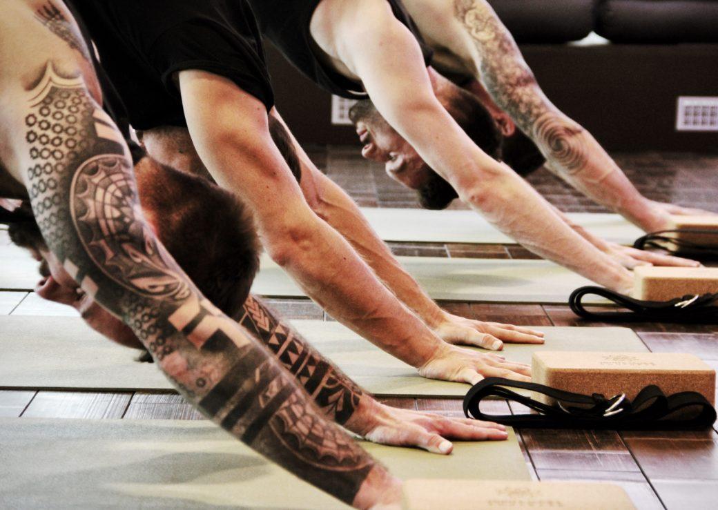 männeryoga yoga for men mensyoga mens for men man yogaposen für männer yogakurs yogakurse nur männer only men berlin mitte berlinmitte john jane's janes jon jane soulbase